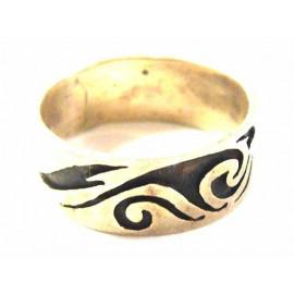 Stříbrný prsten s rytinou