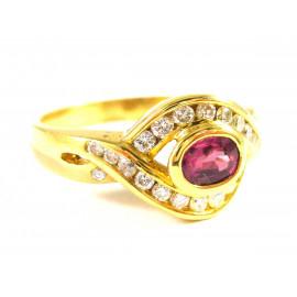 18 kt zlatý prsten s rubínem a brilianty
