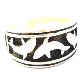 Stříbrný prsten delfíni