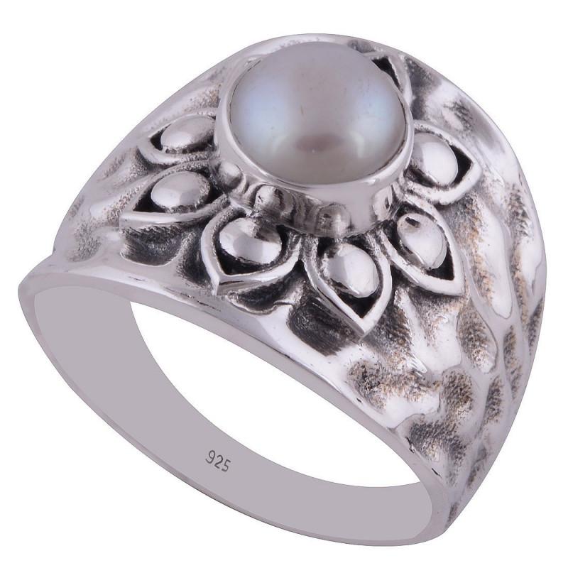 Stříbrný prsten s perlou