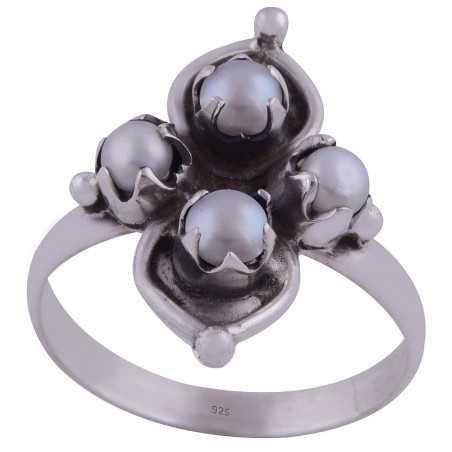 Stříbrný prsten s perlami