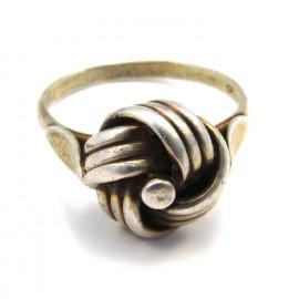 Stříbrný prsten květina