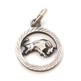 Stříbrný přívěsek býk