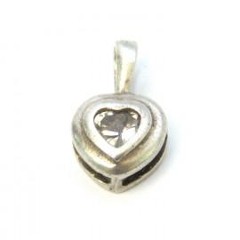 Stříbrný přívěsek srdce s bílým topazem
