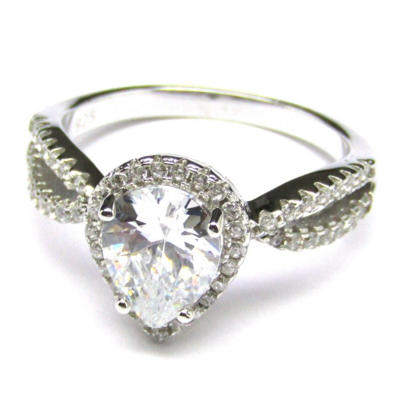 Stříbrný prsten s křišťálem