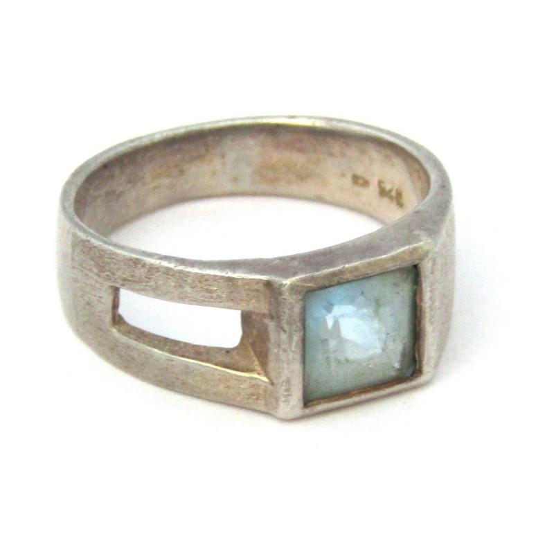 Stříbrný prsten s topazem