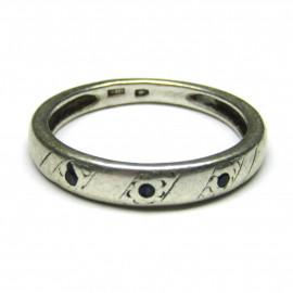 Stříbrný prsten se safíry
