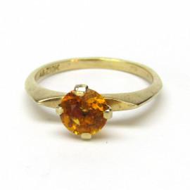 Zlatý prsten s oranžovým safírem