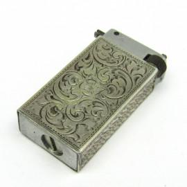 Stříbrný gravírovaný funkční zapalovač