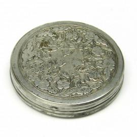 Stříbrná gravírovaná pudřenka