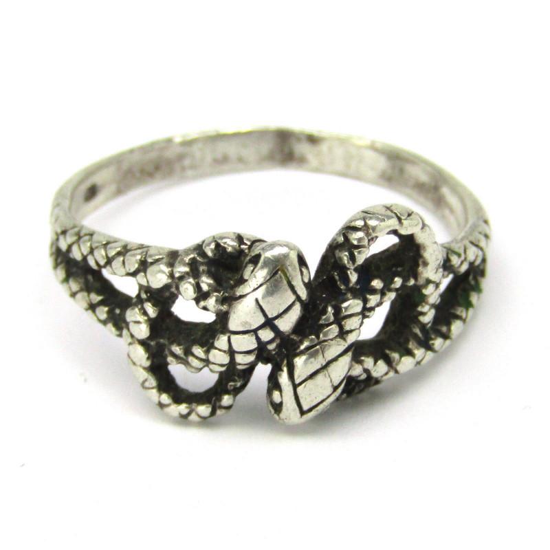 Stříbrný prsten had
