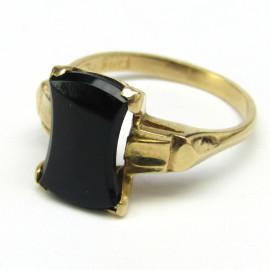 Zlatý prsten s onyxem