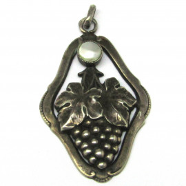 Stříbrný přívěšek s mořskou perlou