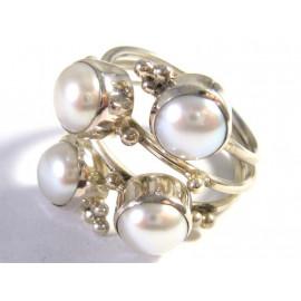 Stříbrný prsten s mořskými perlami