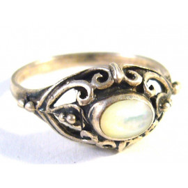 Stříbrný prsten s měsíčním kamenem