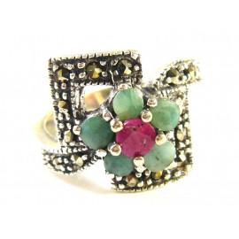 Stříbrný prsten se smaragdy, rubínem a markazity