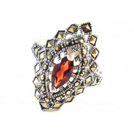 Stříbrný autorský prsten s přírodním granátem a markazity