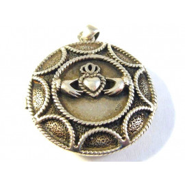 Stříbrný medailon od Peter Stone z irského Dublinu