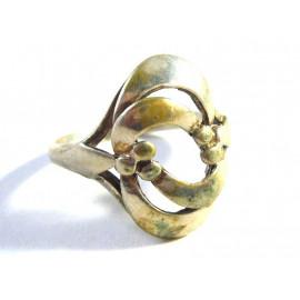 Stříbrný zdobený prsten