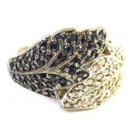 Stříbrný prsten s bílými a černými topazy