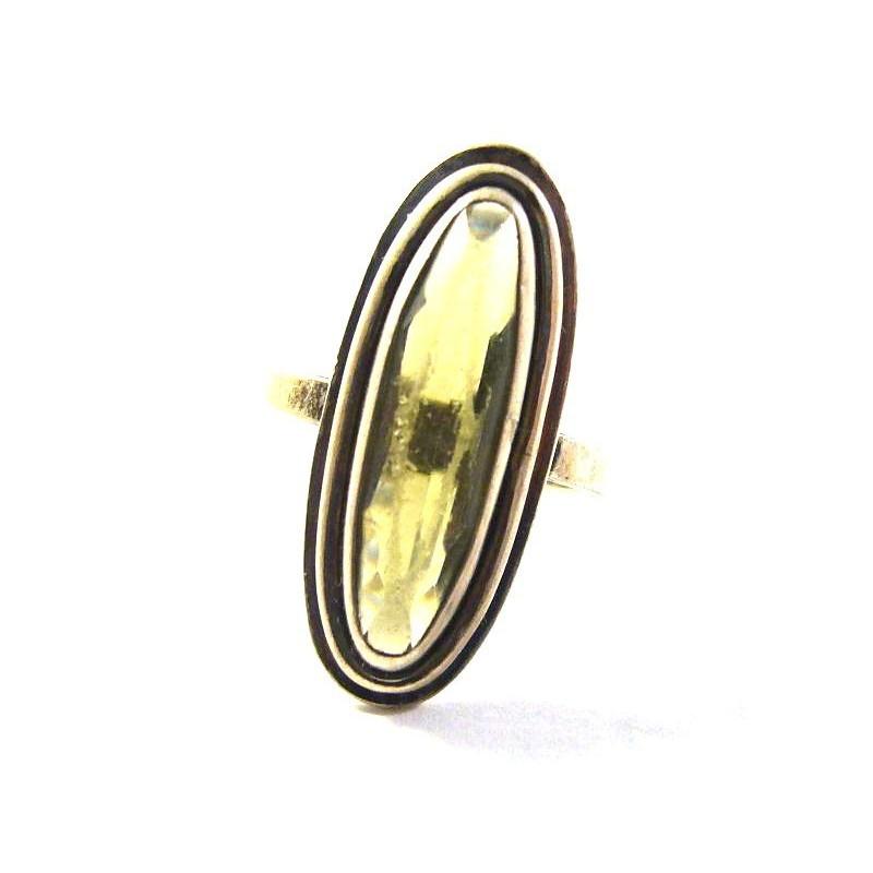Stříbrný prsten s olivínem