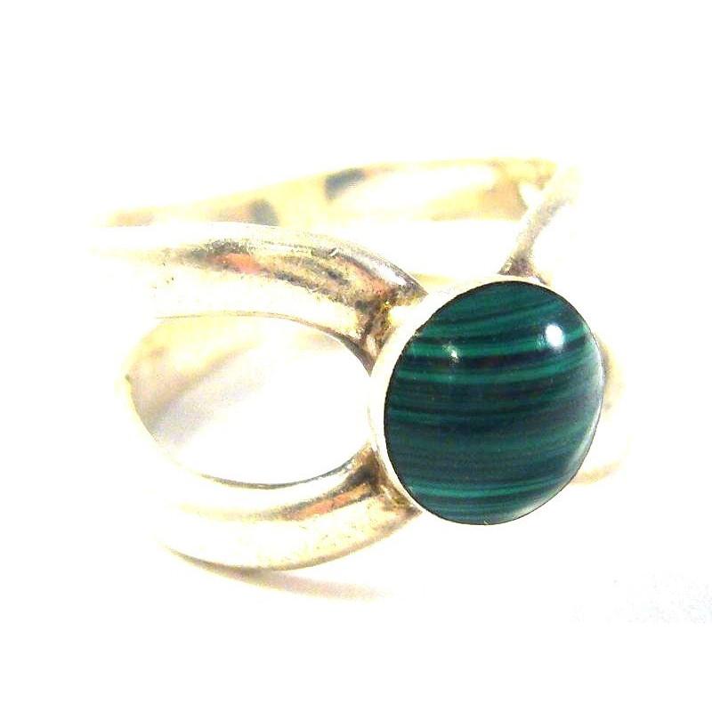 Stříbrný prsten s malachitem