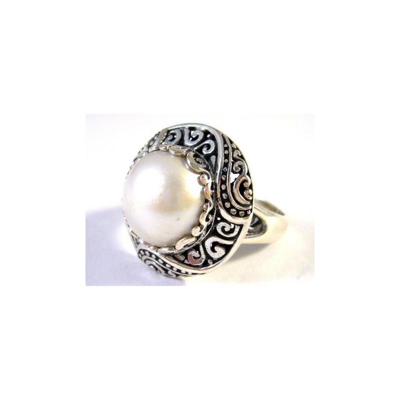 Stříbrný prsten s mořskou perlou