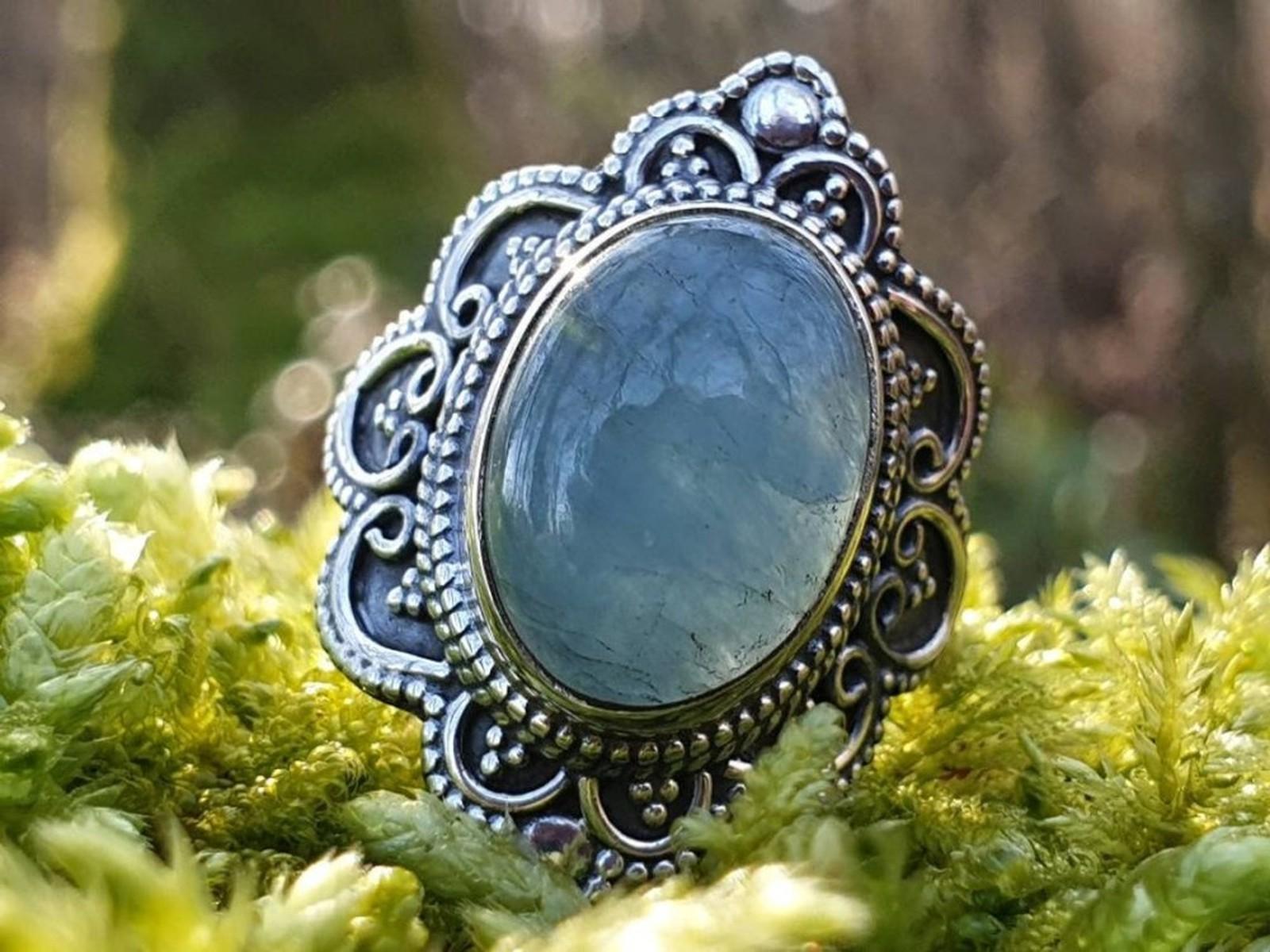 Prsten s akvamarínem