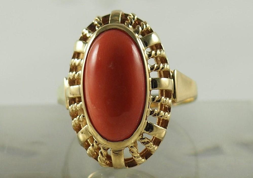 Prsten s korálem