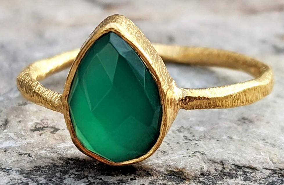 Prsten s onyxem