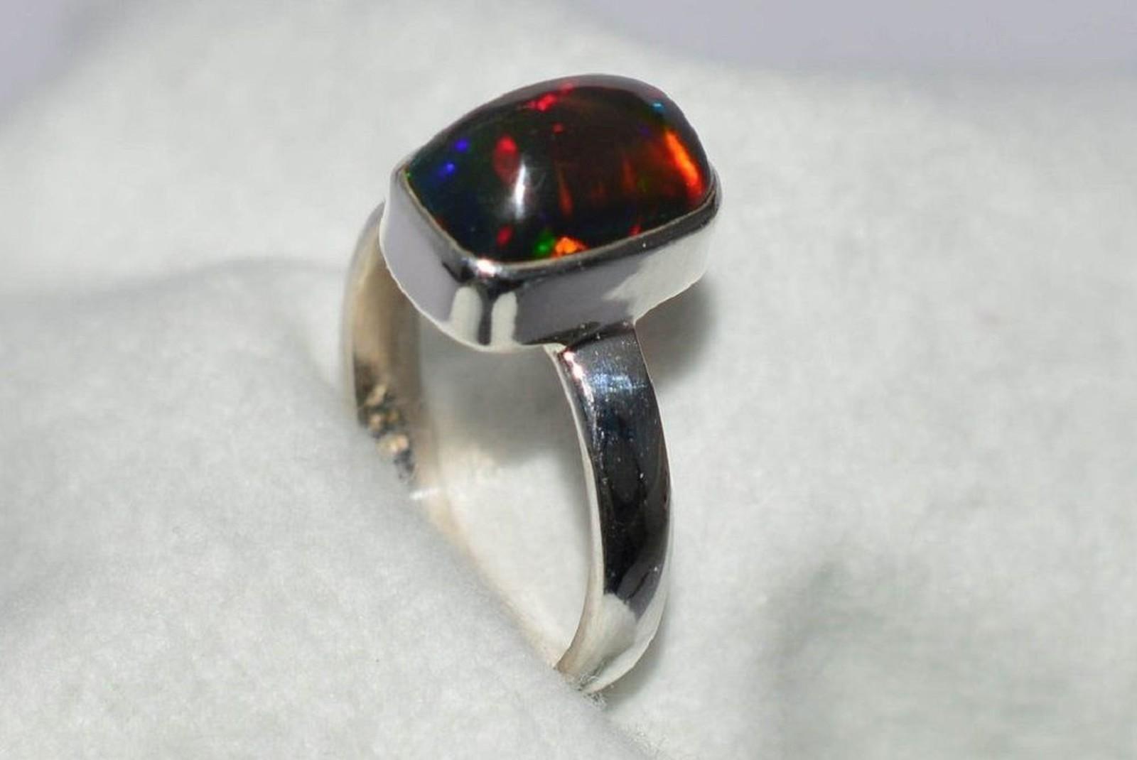 Prsten s opálem